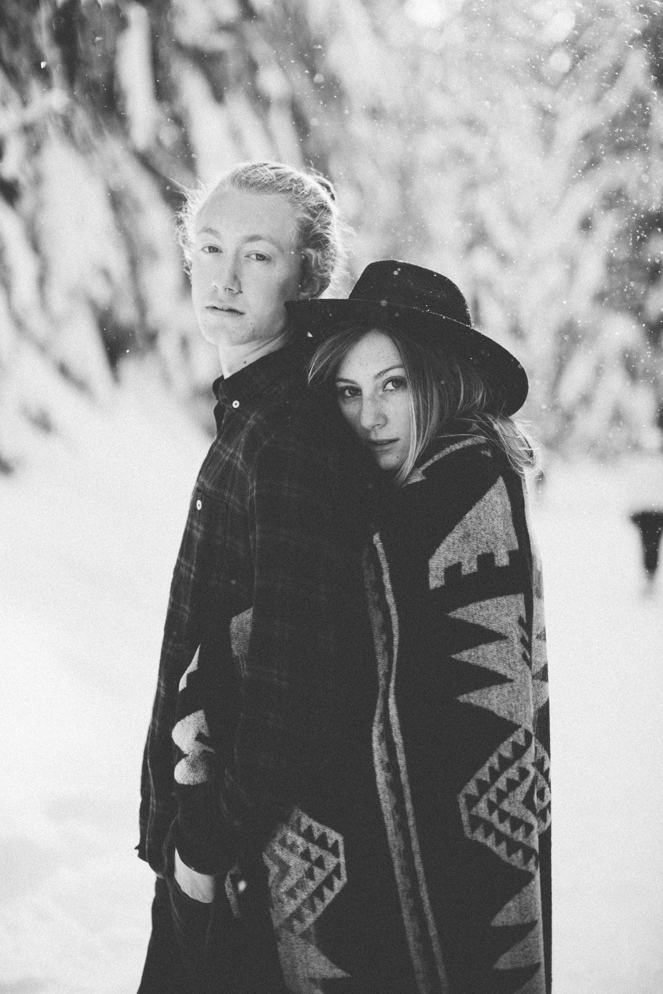Winter portraits: Snowy Couples Engagement Session Seattle Washington
