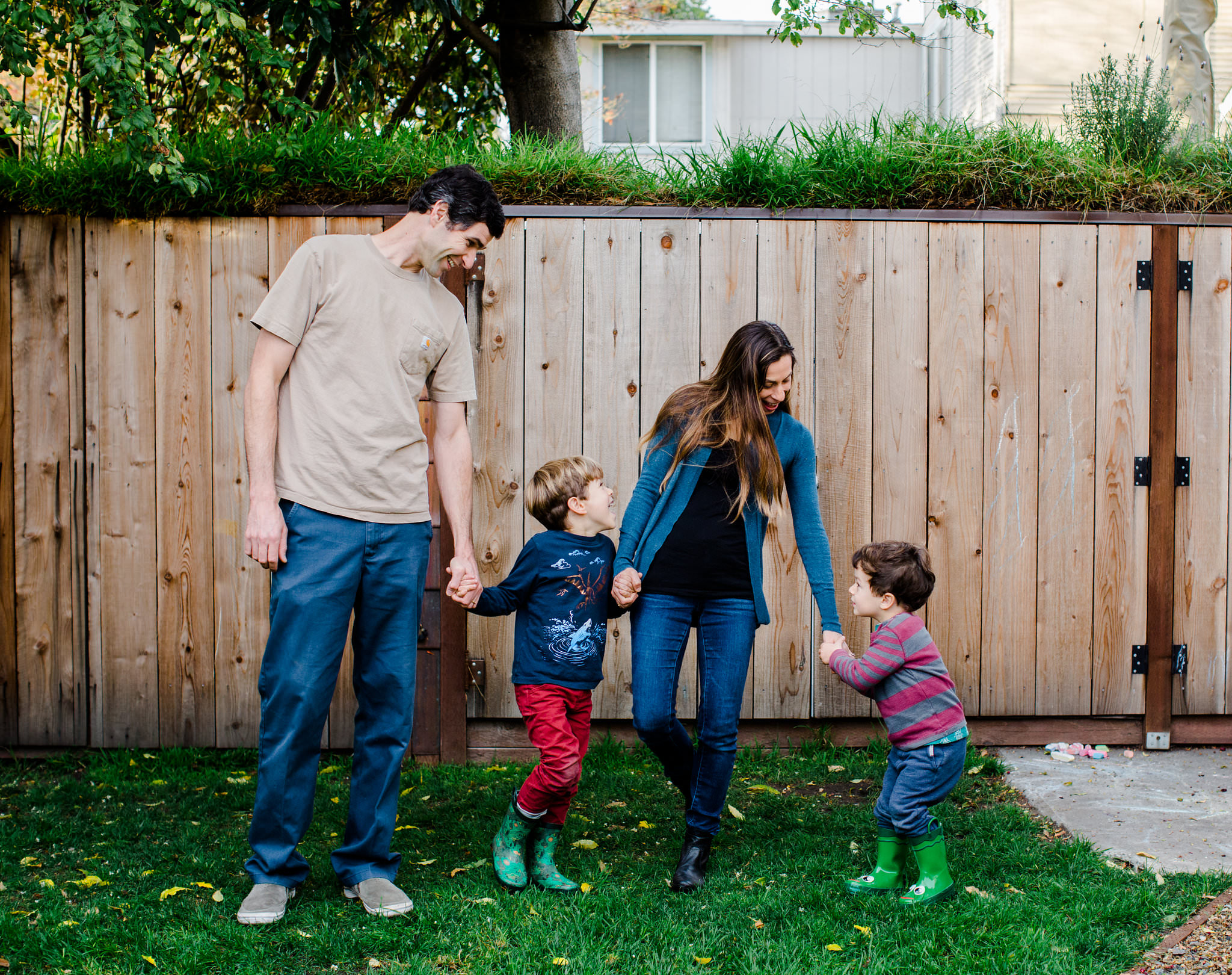 Backyard family photo in San Francisco